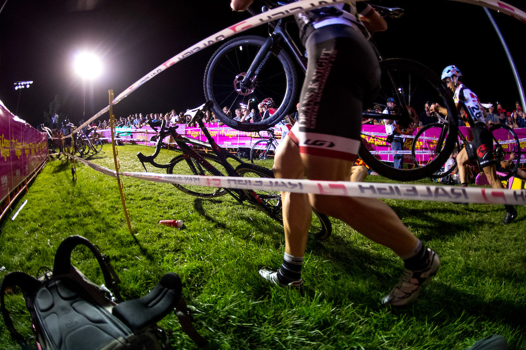 Sometimes things go wrong... Troy Wells of Team CLIF Bar misjudged the spacing on the barriers and didn't get his second bunnyhop in time.