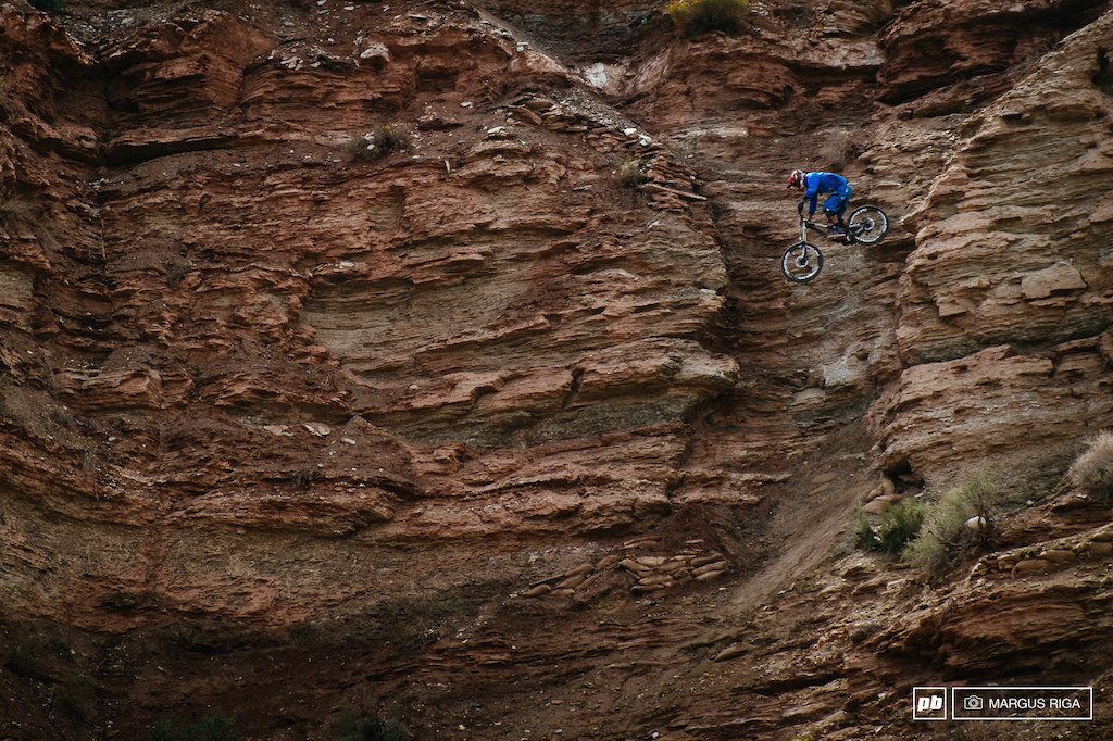 Thomas Genon was impressive on course today. Who would have thought that a dirt jumper can so easily and quickly adapt to big mountain riding.