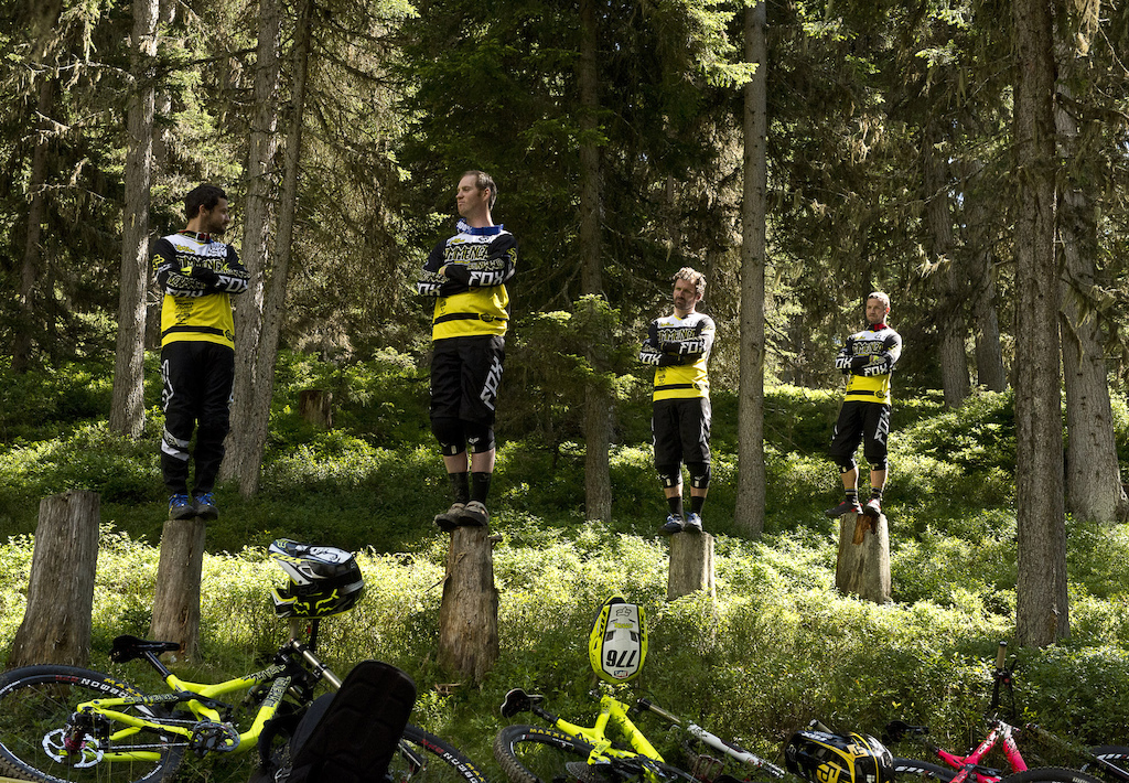 FOX presents Commencal/Riding Addiction Team