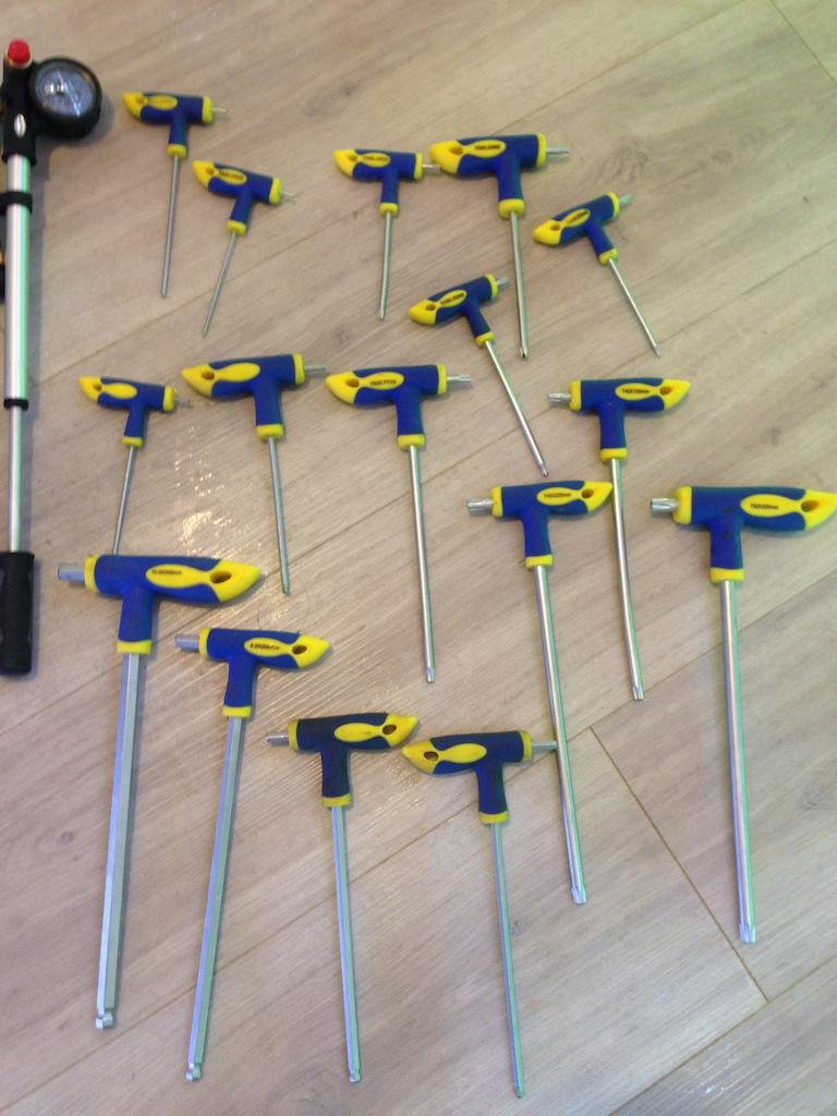 0 Bike repair stand with full set of repair tools, shock pump,