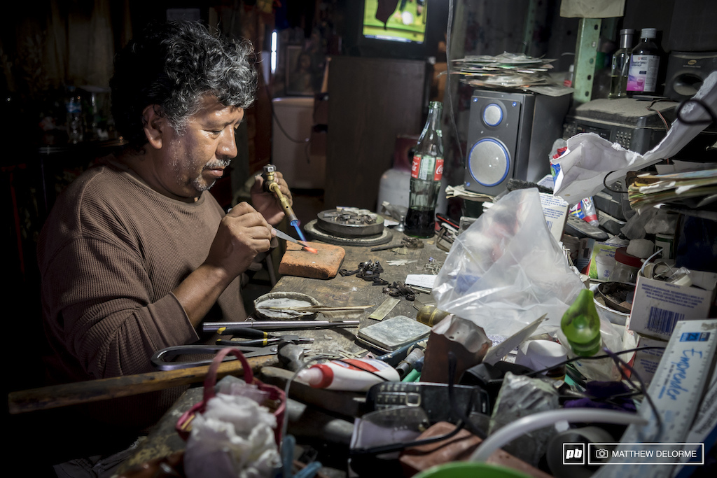 There are artisans working on jewlery in nearly one house per block here in Taxco.