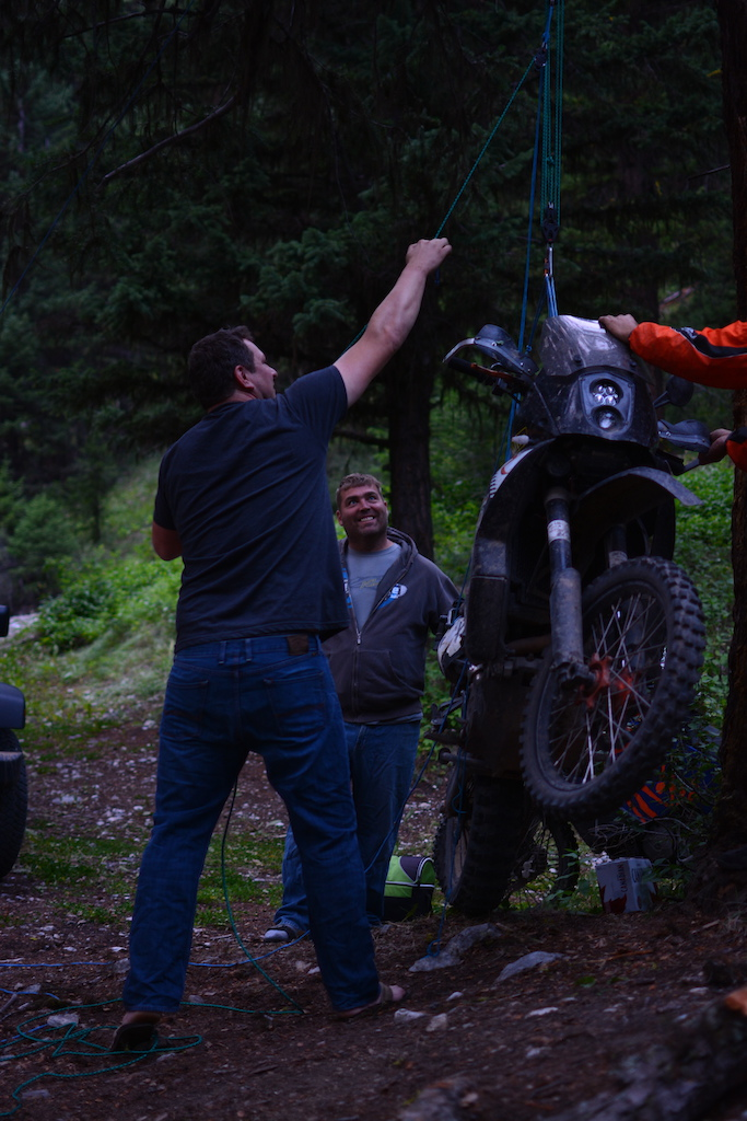 Testing pulley setup to lift a KTM 990 vertically