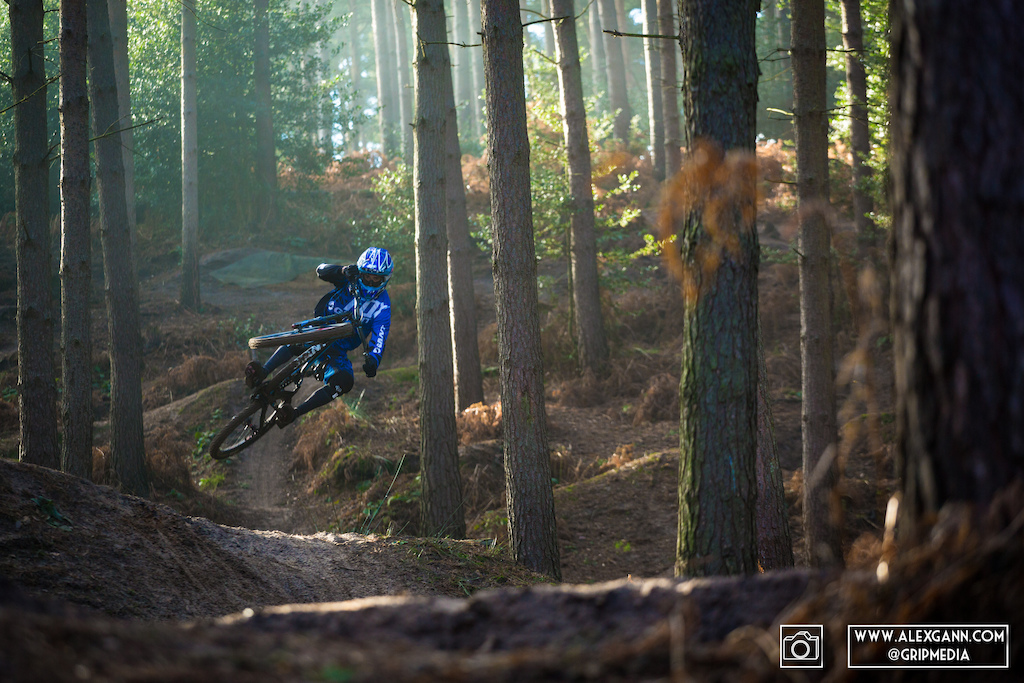 Its Official, Guillaume Cauvin is riding for Giant Off road factory racing! Check out some shots from a photo shoot with him at the Mecca of jumps in the UK, Woburn Sands.