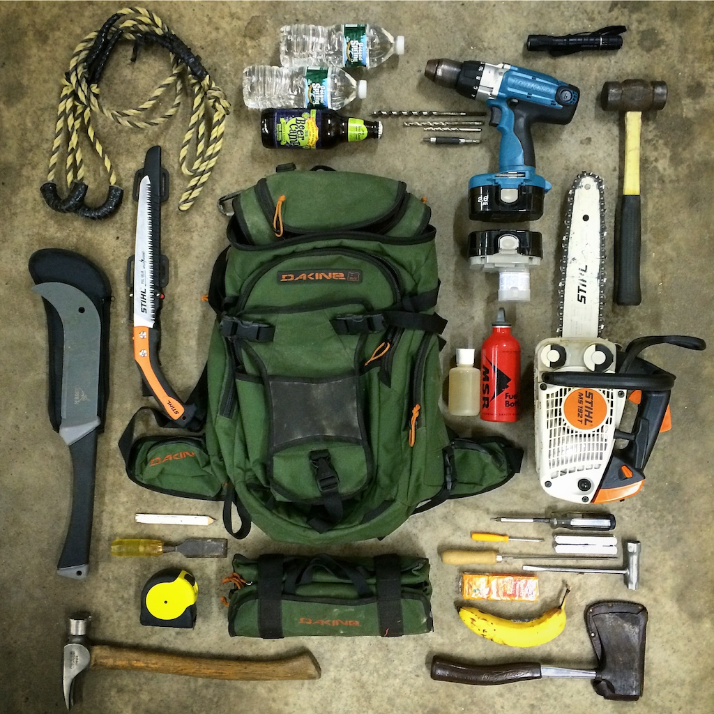 I always like seeing pics of the gear people lug around on their backs so I decided to take one of my trailwork kit I drag around. It all fits in the bag.