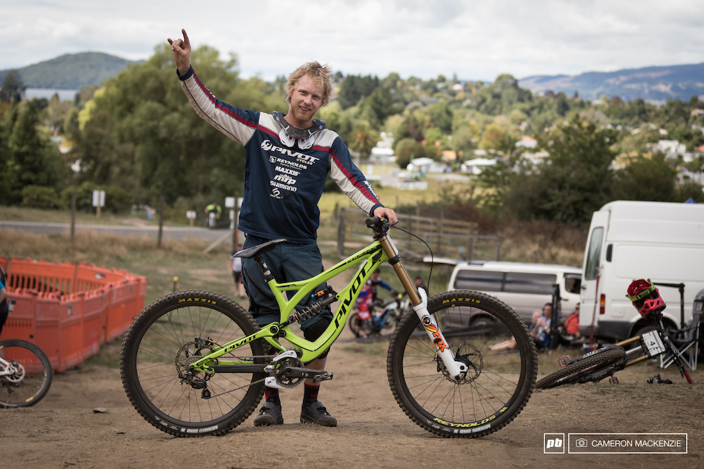 21 dh race bike checks nz national champs 2015 pinkbike for Bernard pineix