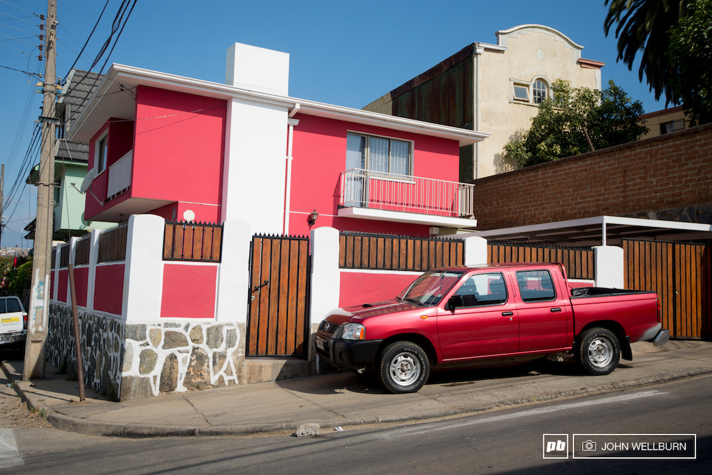 Here in Valparaiso people are super into their colours. This guy really likes fuchsia .