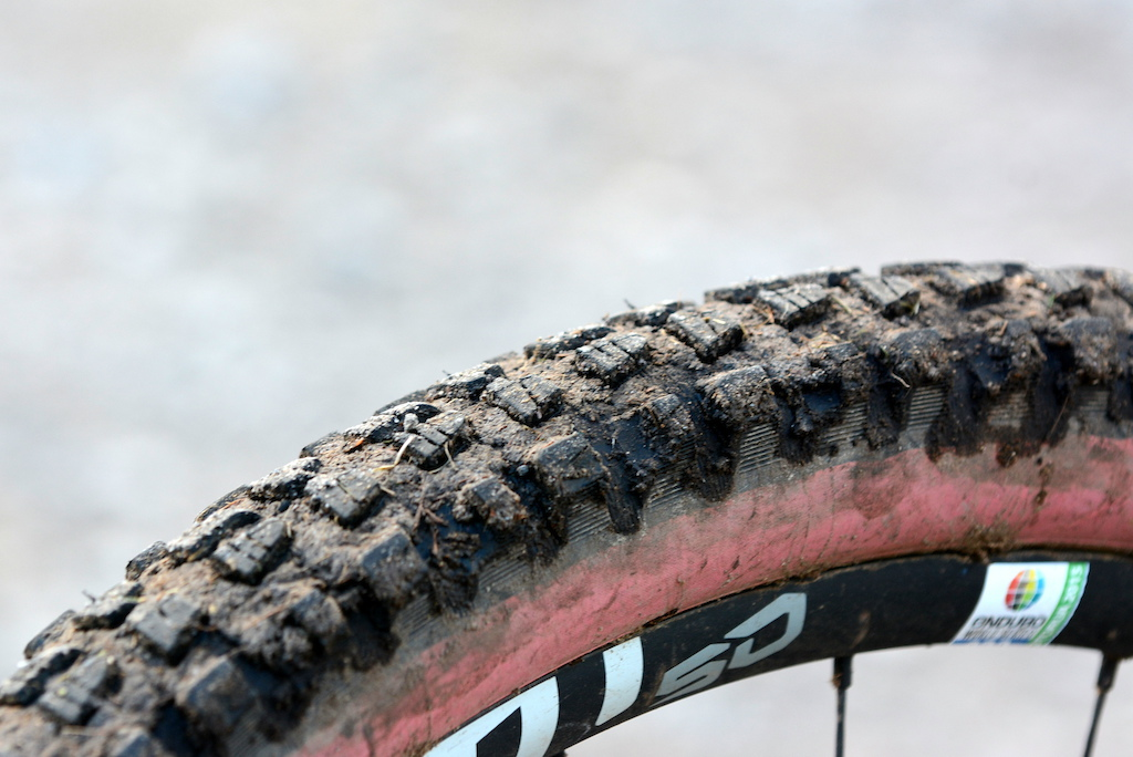 EWS Pro Rides 1 - Special tire cuts for race day