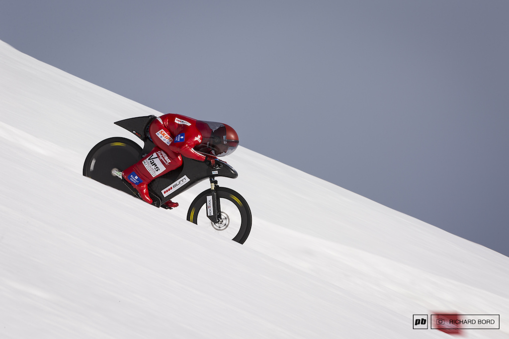 Eric Barone breaks the World Speed Record by bike on snow with a maximum speed recorded at 223 30 kph.