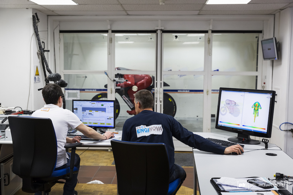 Xavier Gergaud L from ACE and Marc Amerigo from Enginova push the wind tunnel power at its maximum to determine the CX aerodynamic efficiency of Eric and his bike.