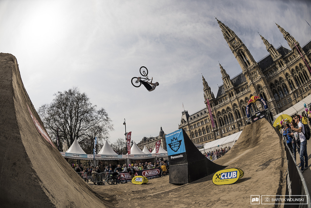 Mehdi Gani is on the move for the last few seasons after the got back from the major injury. Frenchman not only pulled backflip barspin to no hander on the first set but also placed in the top 3 notes today.