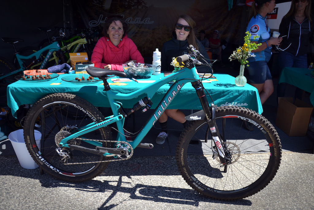 Kelli just took third at the enduro on Thursday. Sarah unfortunately was unable to race due to an injury she sustained at the Rotorua round of the EWS. Her Rubion seems to look like it avoided any damage. Heal up Sarah