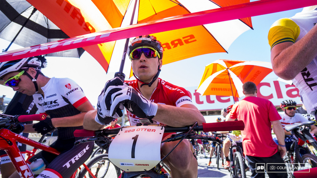 Nino Schurter taking it easy in the shade of an umbrella on the starting line.