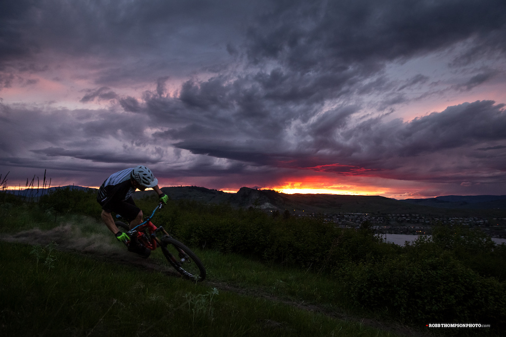 Bas in full drift, racing to beat the last light home