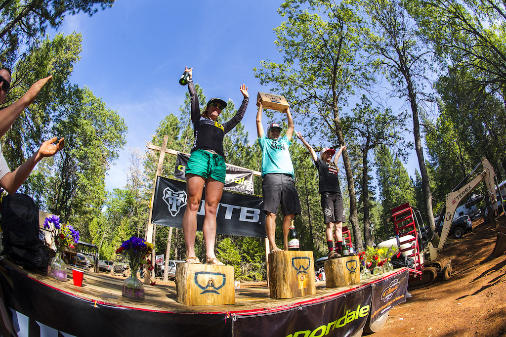 The Women s podium Teal Stetson-Lee 3 . Joanna Petterson 1 and Rachel Throop 2 .