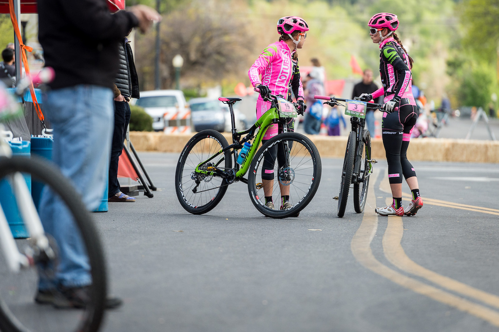 Pretty in Pink Rose Grant and Emily Shields of the Stan s No Tubes team exchange a few words before warming up for the crit.