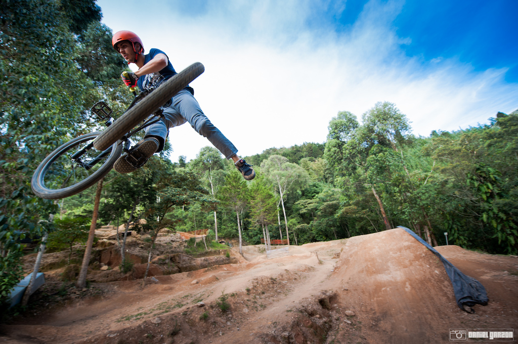 Rafa, Marcelo Gutierrez younger brother goes big on the dirt jumps too!