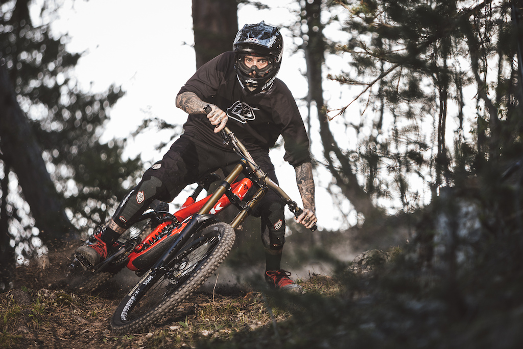 Testing the new 600EX-RT system. After years of lugging around my studio lights this feels so much faster to shoot with... More to come!  Photo: JeF Briguet / Rider: Gabs