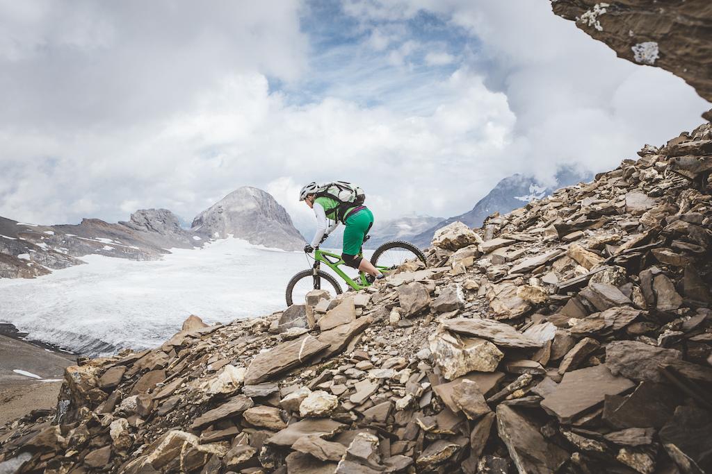 Descending to the Plaine-Morte Glacier in Crans-Montana, Switzerland / Photo: JeF Briguet / www.inverse.ch