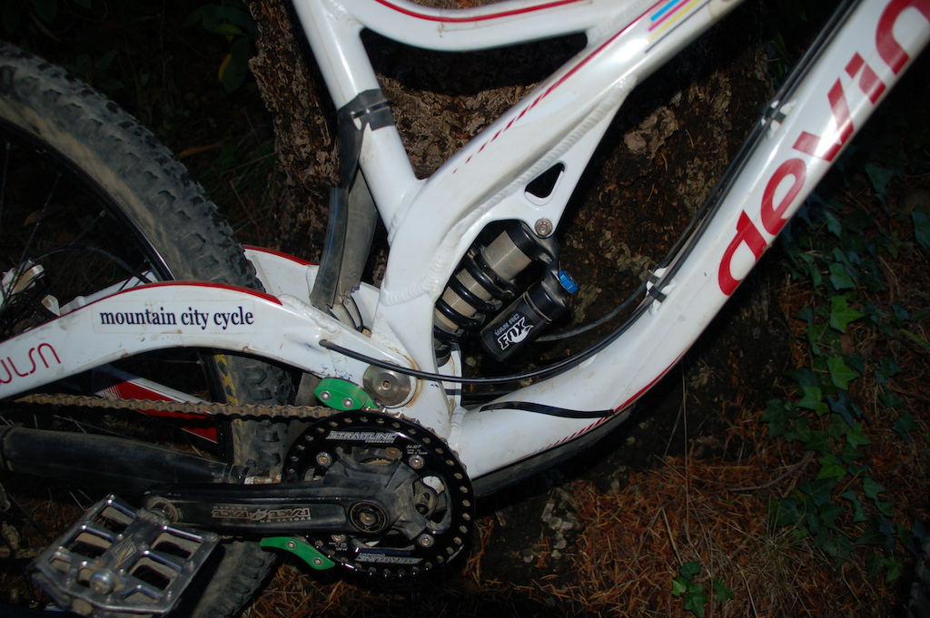 2011 Devinci Wilson XP **meticulously maintained, not ridden sinc