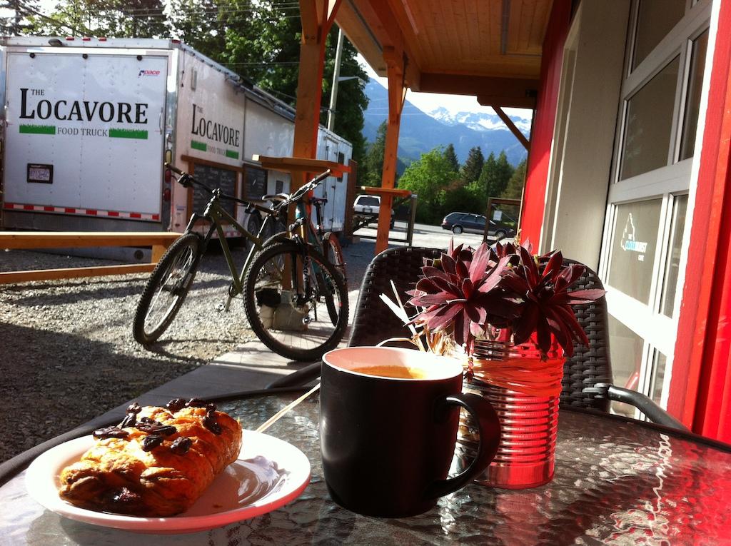 Photo 5 . Pre ride breakfast in beautiful Squamish