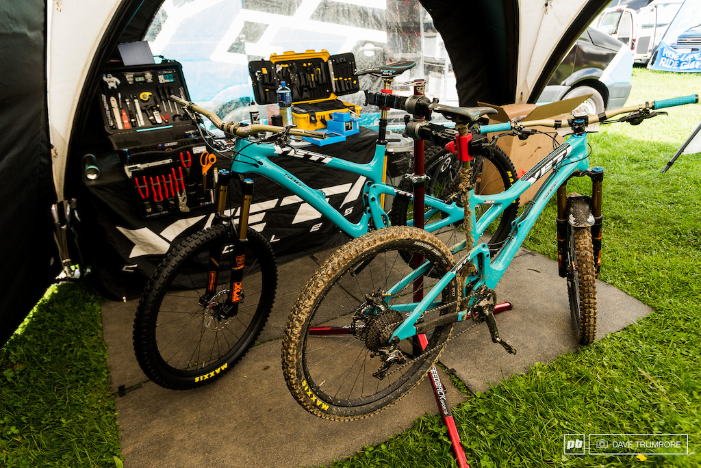 Richie Rude s Yeti SB6 and SB5. Richie will be racing the SB5 here in Ireland.