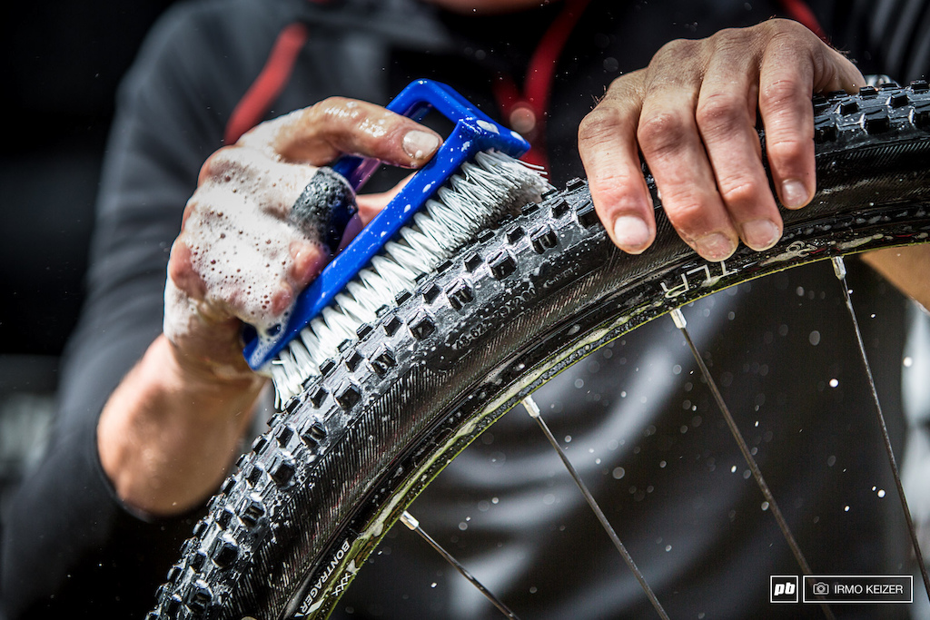 There is a difference between clean and clean. Trek Factory Racing s Matt Opperman is a perfectionist. Rinse foam bath rinse scrub. Sven Nys cyclocross legend will be a happy man.
