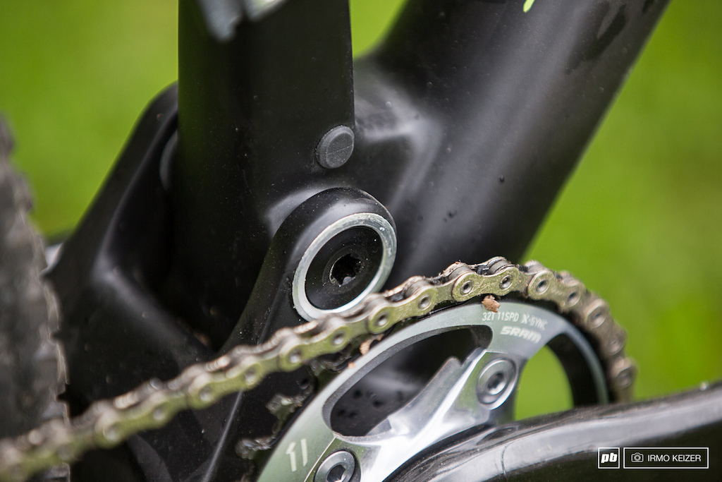 Oversized bearings should provide stiffness and durability. Although designed for a single chainring setup 20 sag provides the best efficiency a front derailleur can be mounted.