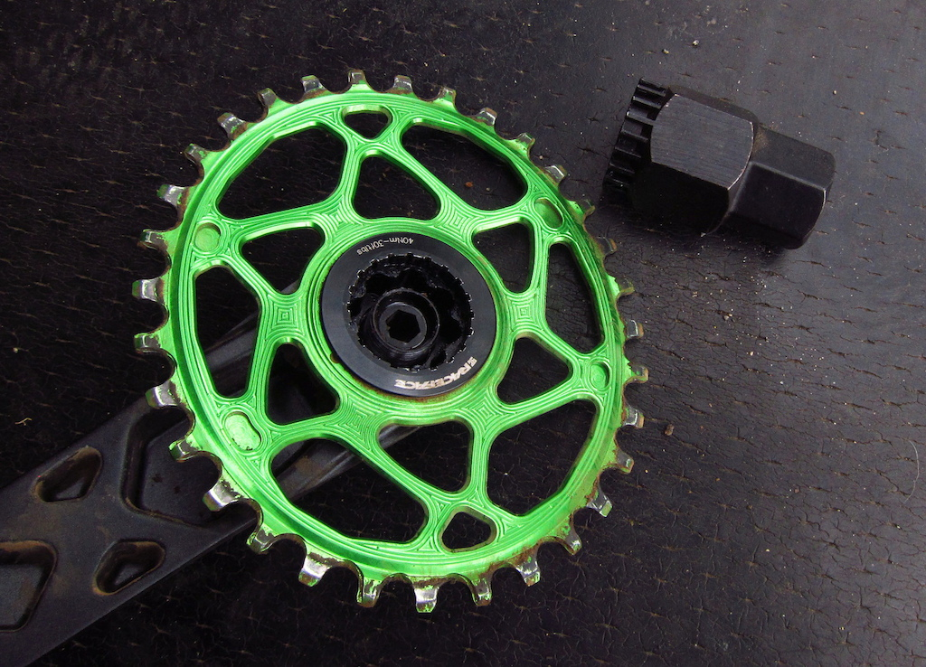 Race Face Cinch direct mount chainring Absolute black oval and Park BBT-22 tool