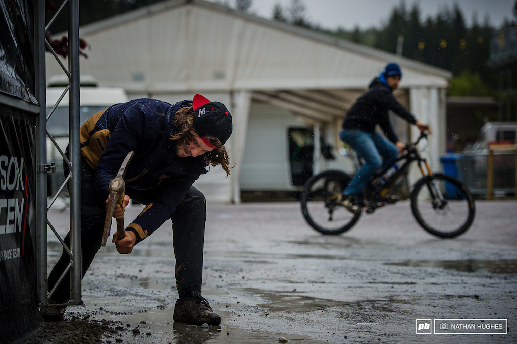 After trackwalk comes the manual labor. Sam Dale digs the Saracen pitch a drainage system to keep his mechanic s feet dry.