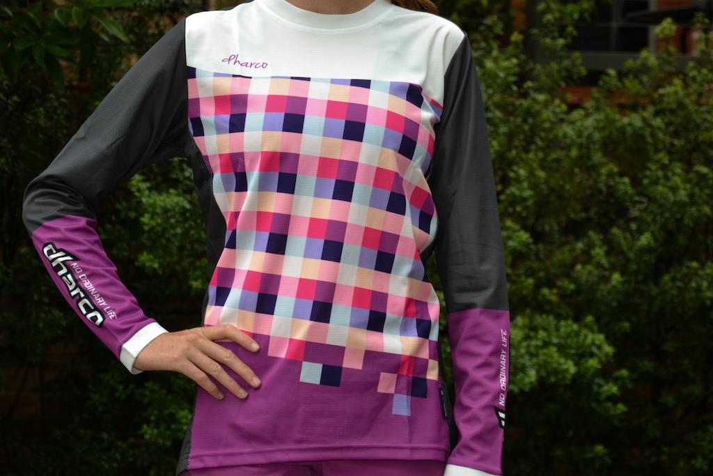 Ladies Gravity DHarCO jersey.