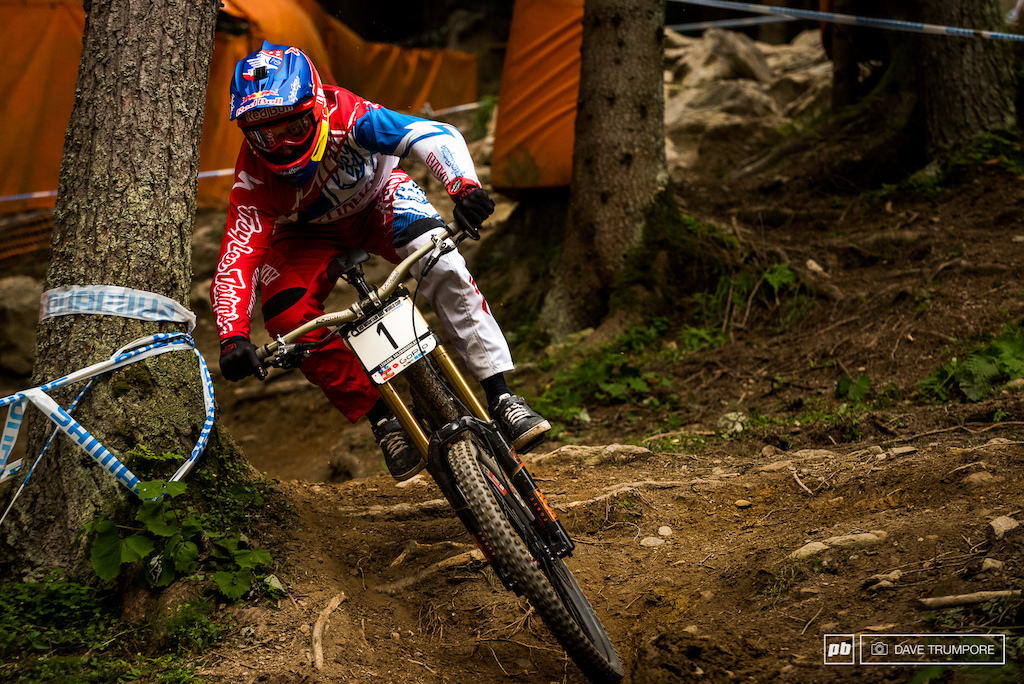 What can we say about Aaron Gwin s run. He did a complete run down a pretty physical track and into a headwind with no chain and still won. Another run that will go down in history.