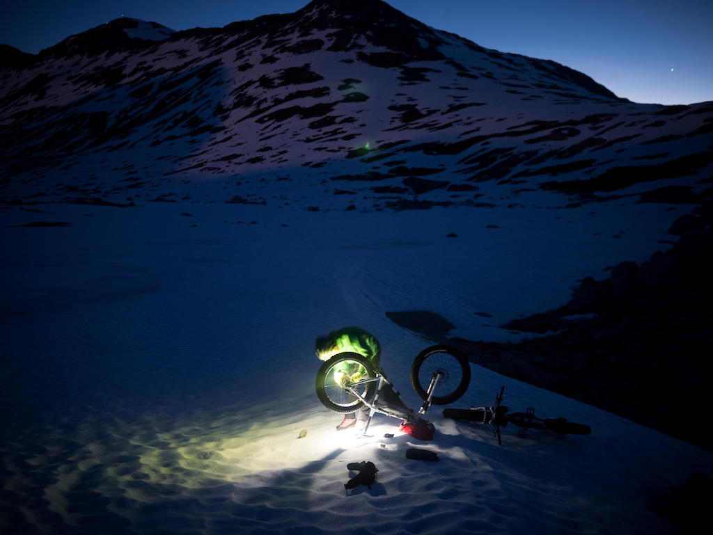 Ride at Night - An Idiot s Guide to Bikepacking on Snow