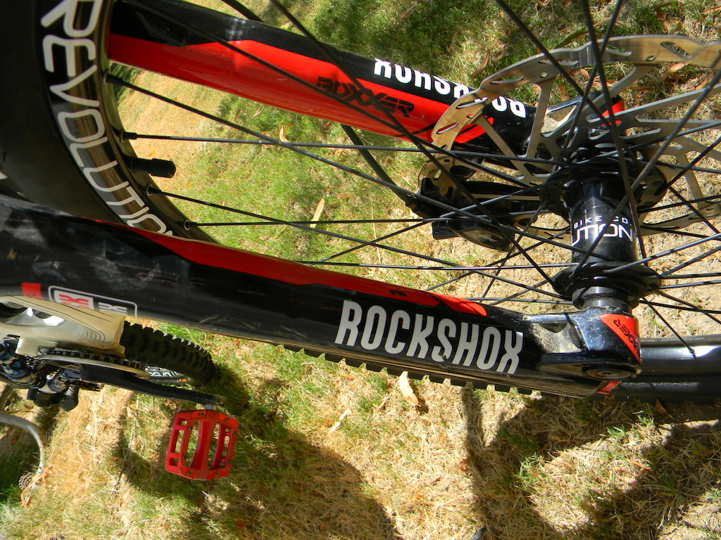 I have the rockshox boxxer wc air fork up front