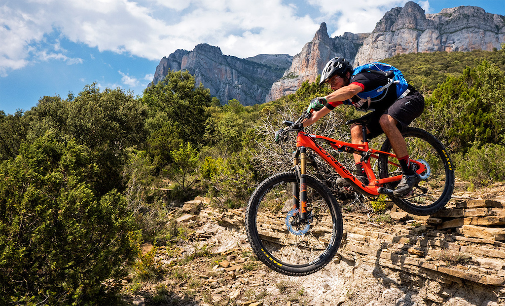 Testing the new Orbea Occam AM 2016 in Ainsa, Huesca.