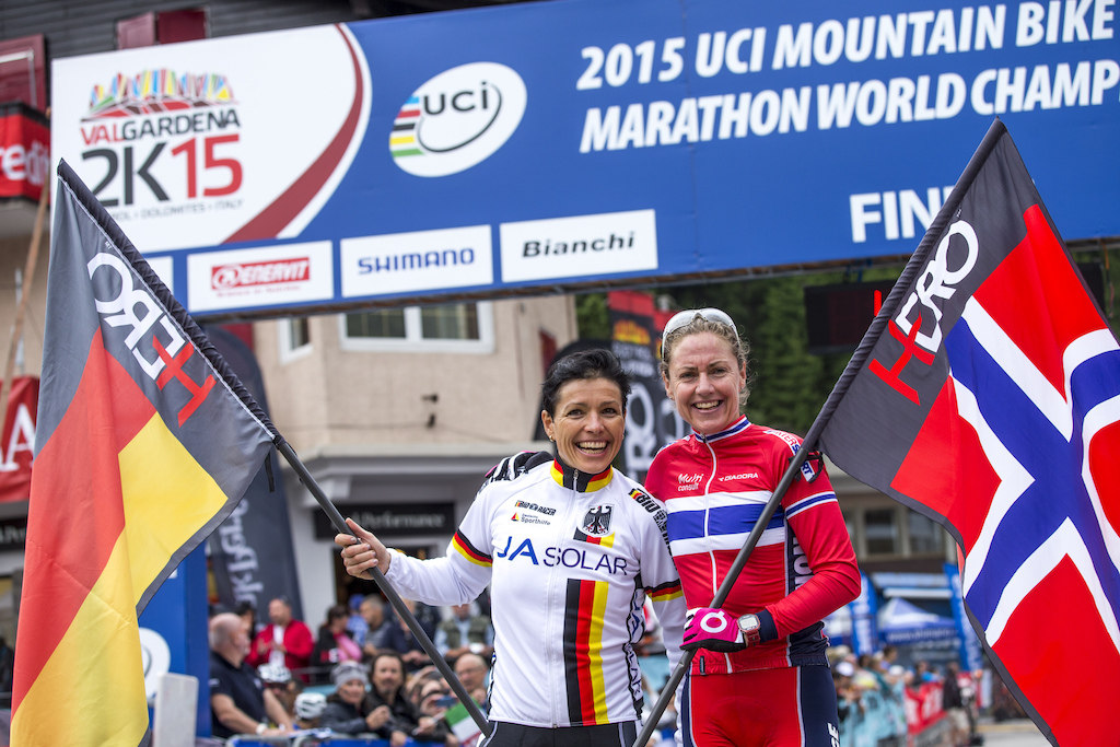 Not the first time Gunn-Rita Dahle and Sabine Spitz posing with their nationality flags.