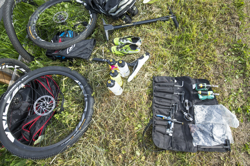 Basic equipment for the service teams at the feed zones. 8 opportunities for the teams had on the course to take care of their riders.