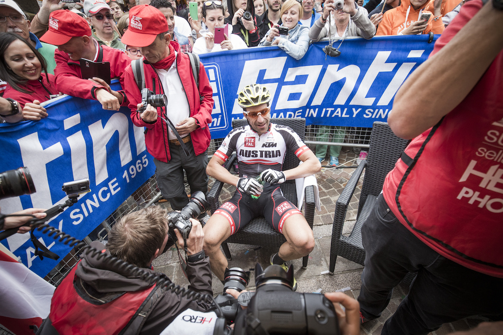 From the marathon course straight into the hot seat Alban Lakata was celebrated like a Rockstar.