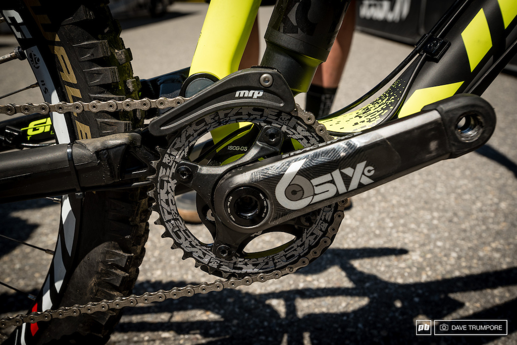 no idler to reduce drag and for better small bump performance. With it installed the clutch of the read derailleur had too much effect on the suspension for Blenki