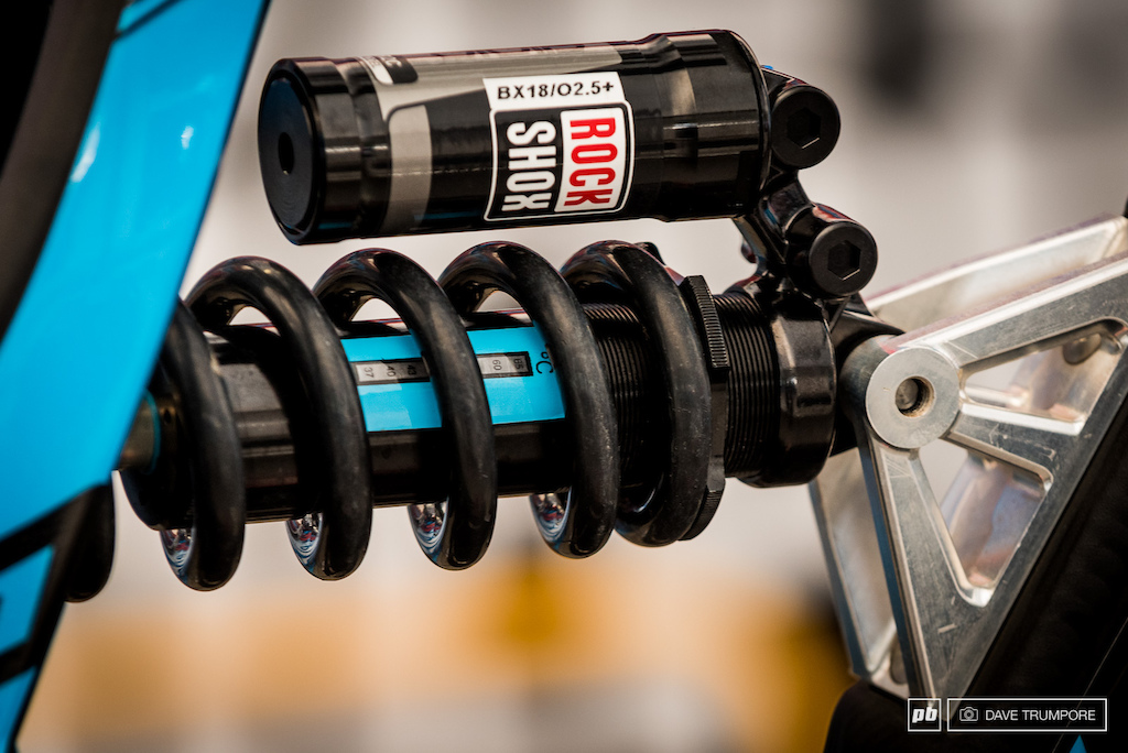Different shim stacks run better or worse at different temperatures. Loic Bruni s mechanic has installed a temperature gauge on his rear shock so they can monitor the effect of adjustments on rougher tracks.