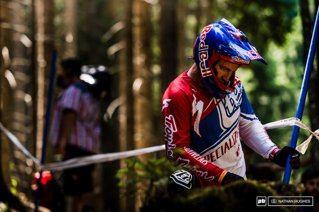 Aaron Gwin takes 5 minutes to burn some roots out of his line with his stare.