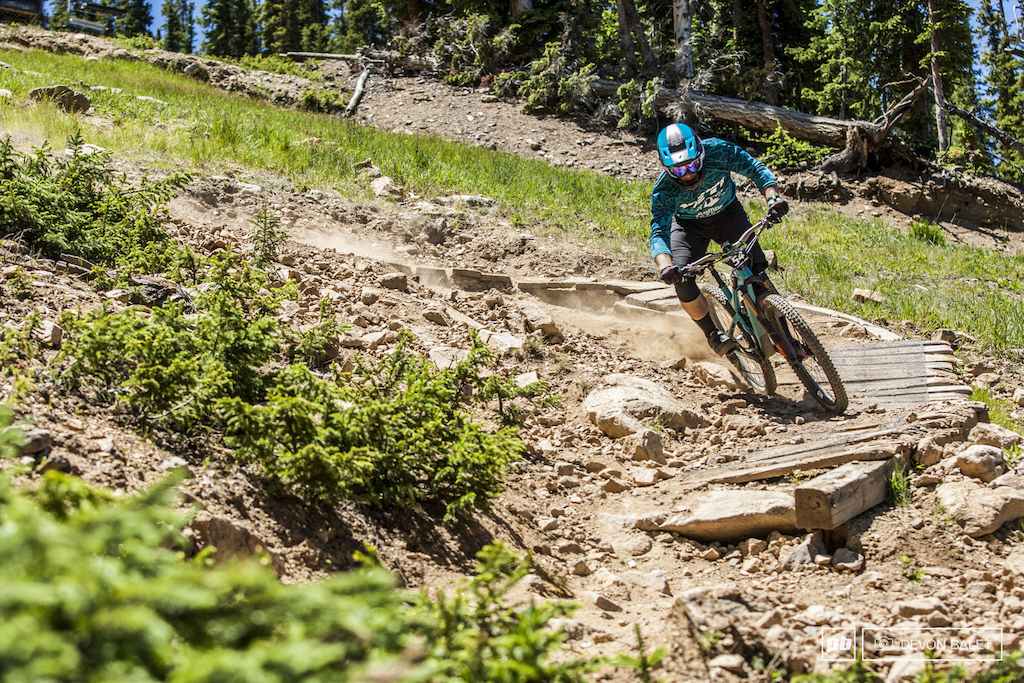 How to ride fast through a loose steep turn with Richie Rude.