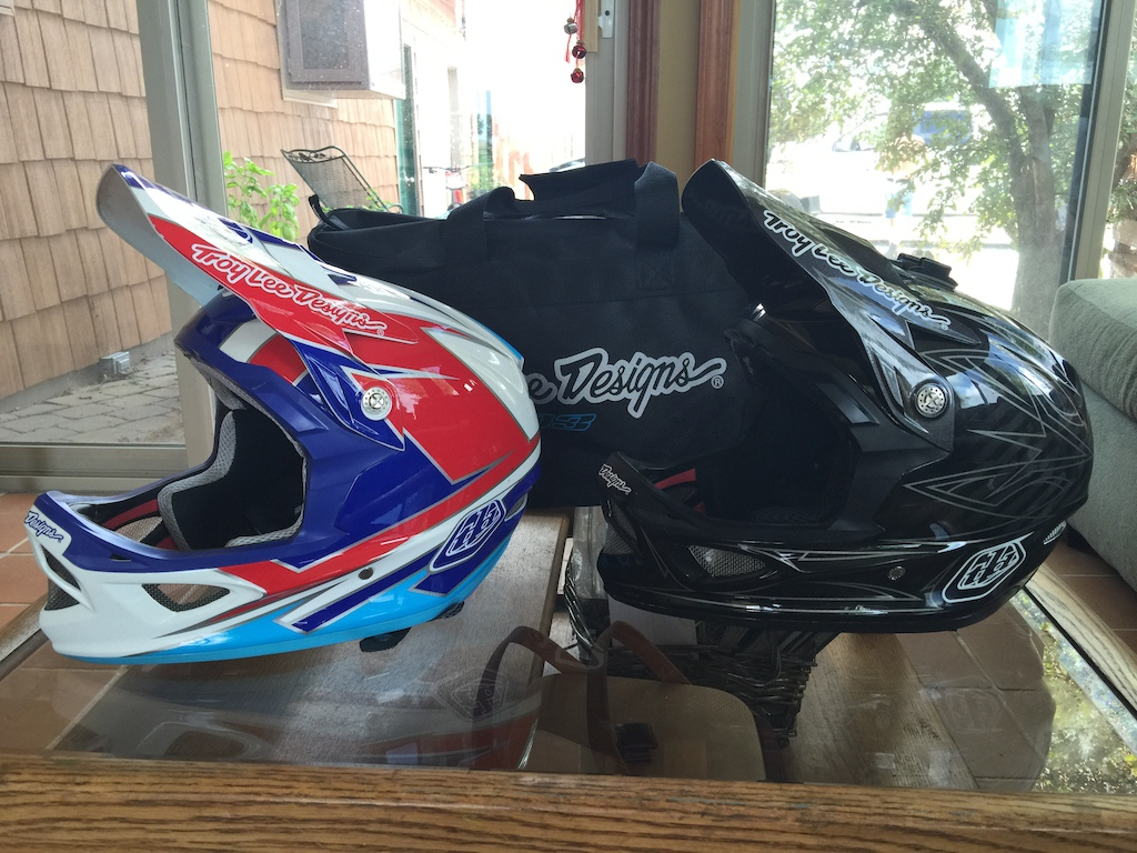 2015 Two Troy Lee Designs D3