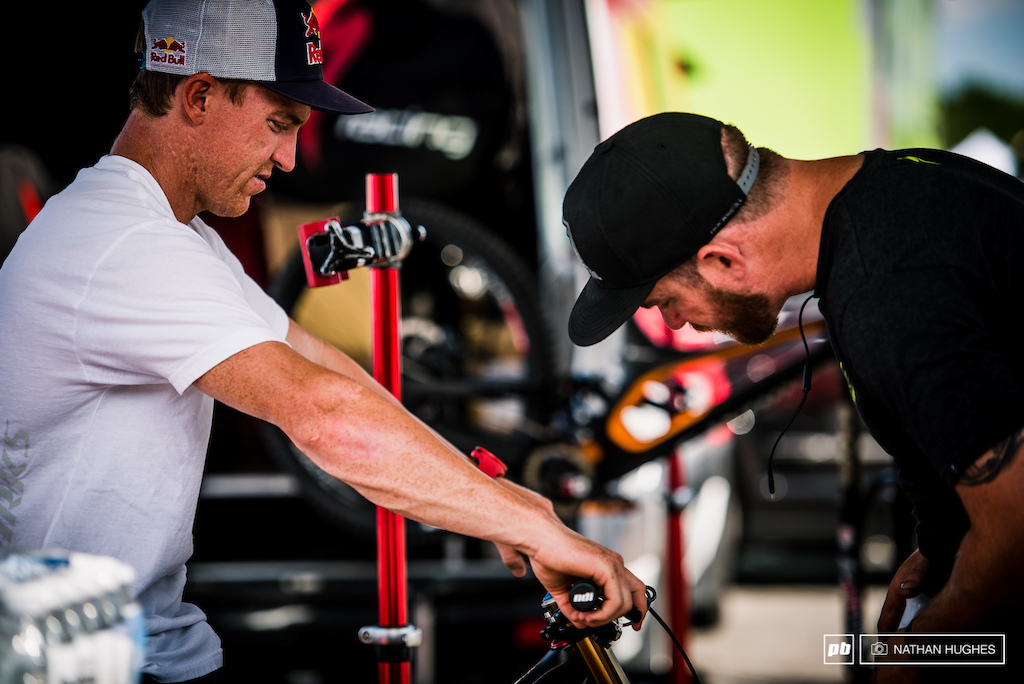 Aaron Gwin fettles his cockpit set-up with mechanic John Hall in the Specialized pit.