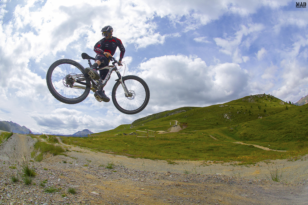 The best thing about riding in Livigno is to ride some big alpine all-mountain trails in the morning and then hitting the Mottolino Fun Mountain jump areas !