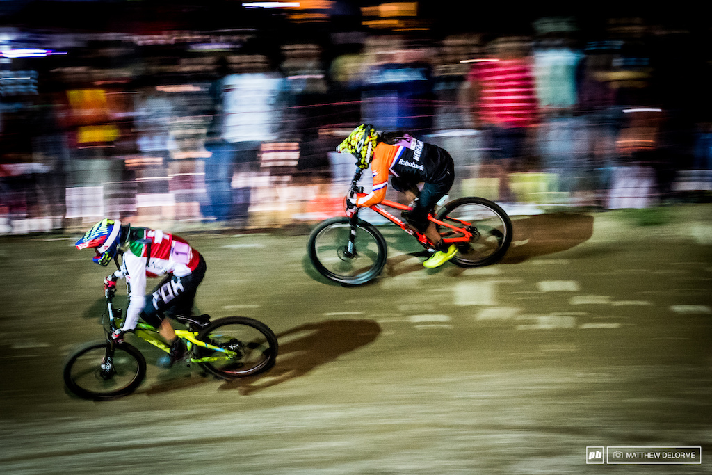 Beerten and Oetjen in the third turn in the final. Beerten pulled ahead in the next corner for the win.