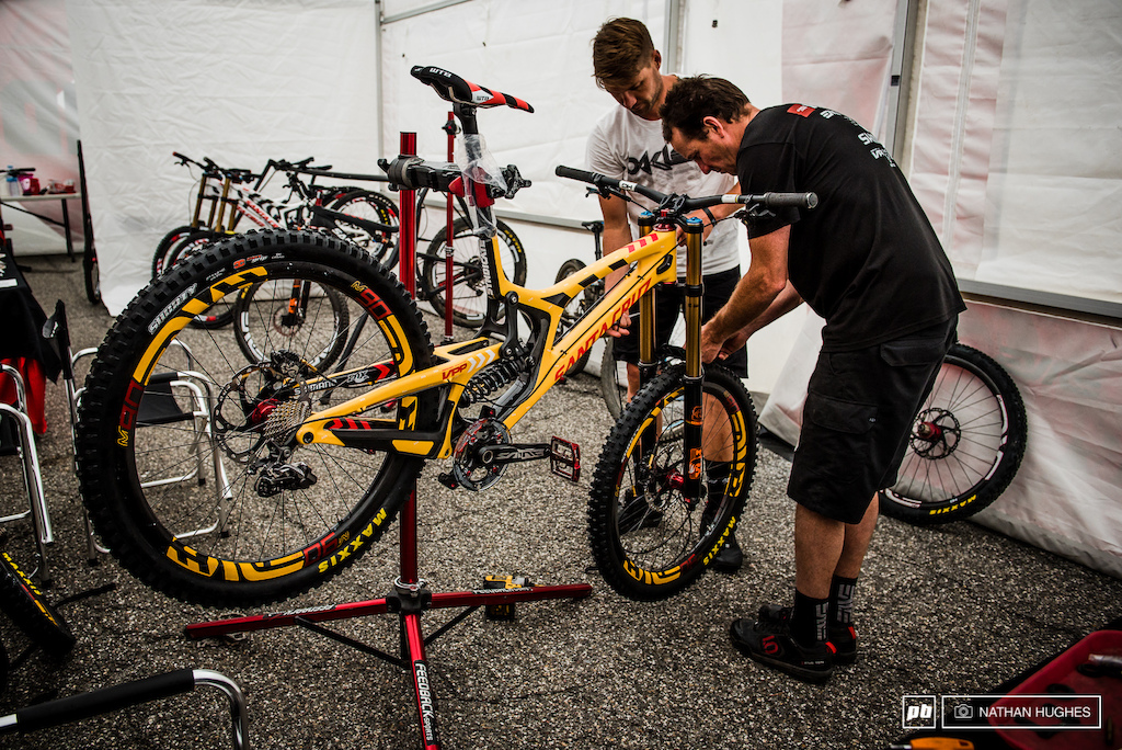 Greg teaching Marshy how to put together his hot new V10 ride in Simba yellow ...think Lion King.