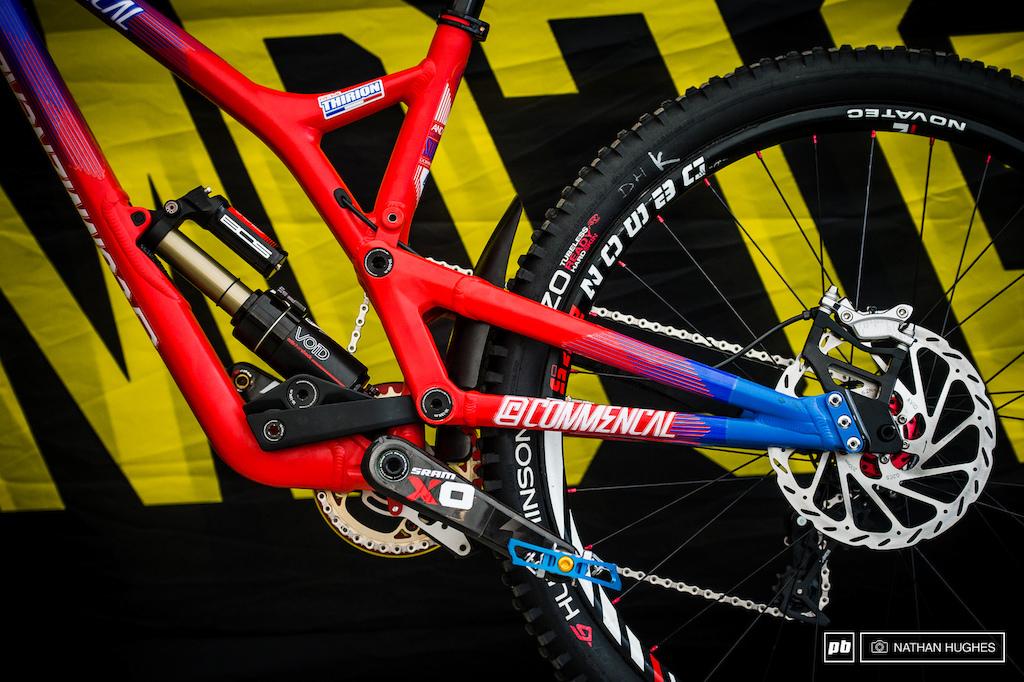 3dcbc8350e4 Bike Check: Rémi Thirion's Commencal Supreme V4 - DH World Championships  Vallnord 2015