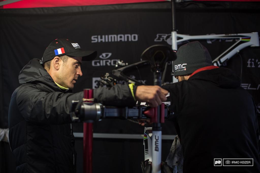 Julien Absalon and Silvain going over the bike setup.