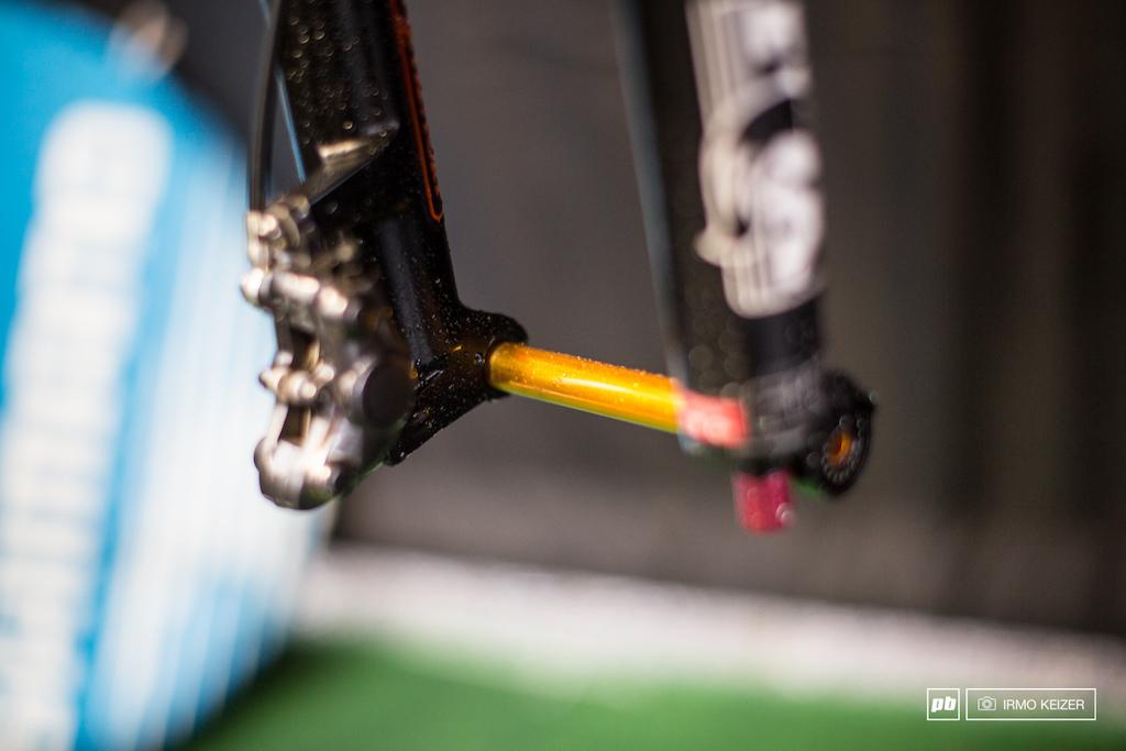 Lightweight axles for Julien Absalon on his Fox fork.