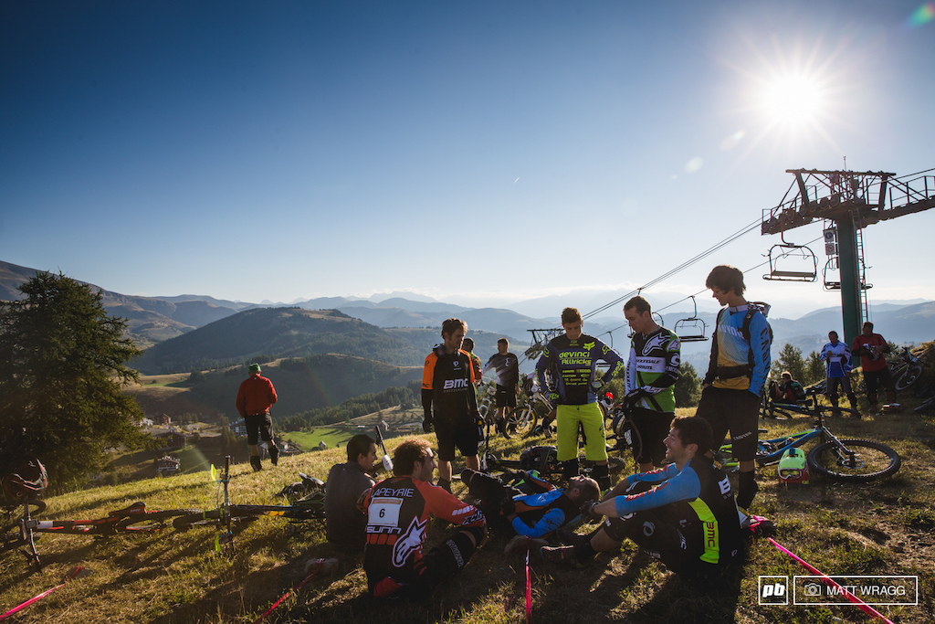 Away from the pressure of the EWS, the atmosphere among the top riders was noticeably more relaxed, as they waited together for Sundays racing to get underway.